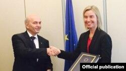 Foto nga arkivi - Kryeministri i Kosovës, Isa Mustafa dhe Përfaqësuesja e BE-së, Federica Mogherini