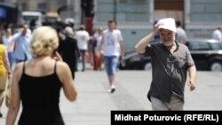 Prolaznici na sarajevskim ulicama