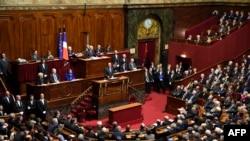 Франция президенти Ф.Олланд мамлакат парламенти икки палатаси олдида чиқиш қилмоқда, Париж, 2015 йил 16 ноябри.