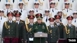 Министр обороны России Сергей Шойгу (в центре) на открытии военно-технического форума «Армия-2016». Московская область, 6 сентября 2016 года.