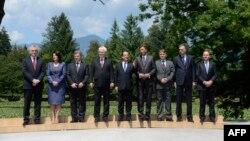 Претседателите на земјите од Западен Балкан и францускиот претседател Франсоа Оланд на Самит во Словенија.