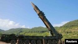 Şimali Koreyanın Hwasong-14 qitələrarası ballistik raketi