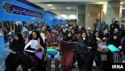 دواطلبان نمایندگی مجلس در ستاد انتخابات کشور -تهران