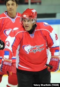 Михаил Мишустин увлекается хоккеем, главным спортом в окружении Владимира Путина
