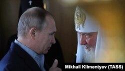 Президент Росії Володимир Путін (ліворуч) і Московський патріарх Кирило