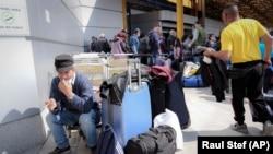 Muncitori români care pleacă în străinătate pentru munci sezoniere