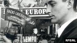 """Европейский корреспондент радио """"Освобождение"""" Валериан Оболенский. 1954 год."""