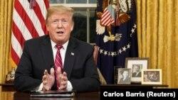 Presidenti i Shteteve të Bashkuara, Donald Trump gjatë një adresimi nga Zyra Ovale. Fotografi nga arkivi.