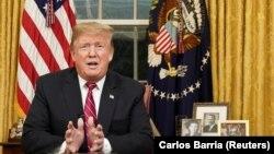 Președintele Satelor Unite Donald Trump adresându-se națiunii din Biroul Oval