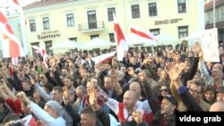 Hundreds of opposition activists rallied in central Minsk at the weekend against the establishment of such a Russian airbase.
