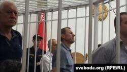 У цэнтры — дырэктар кампаніі «Іскамед» Сяргей Шакуцін