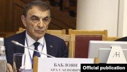 Эрмалойчоьнан парламентан спикер Баблоян Ара.