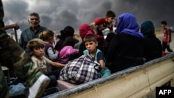 Ирак үкіметі әскері мен Мосулдағы ИМ-нің ұрысынан бас сауғалап қашқан мосулдықтар. Ирак, 24 қазан 2016 жыл.