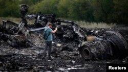 Уламки Боїнга. Селище Грабово, Донецька область, 18 липня 2014 року