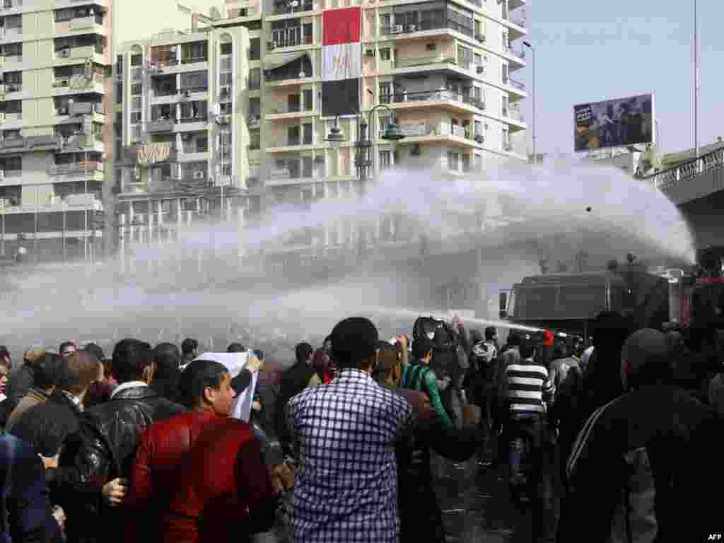 Antigovernment protesters confront riot police in Cairo on January 28.
