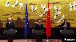 Chinese Prime Minister Wen Jiabao (center), European Council President Herman Van Rompuy (left), and European Commission President Jose Manuel Barroso hold a press conference in Beijing on February 14.