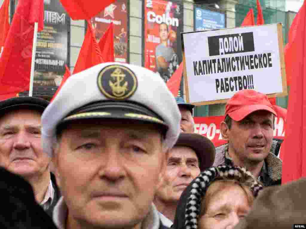 В митинге приняли участие около 400 человек.