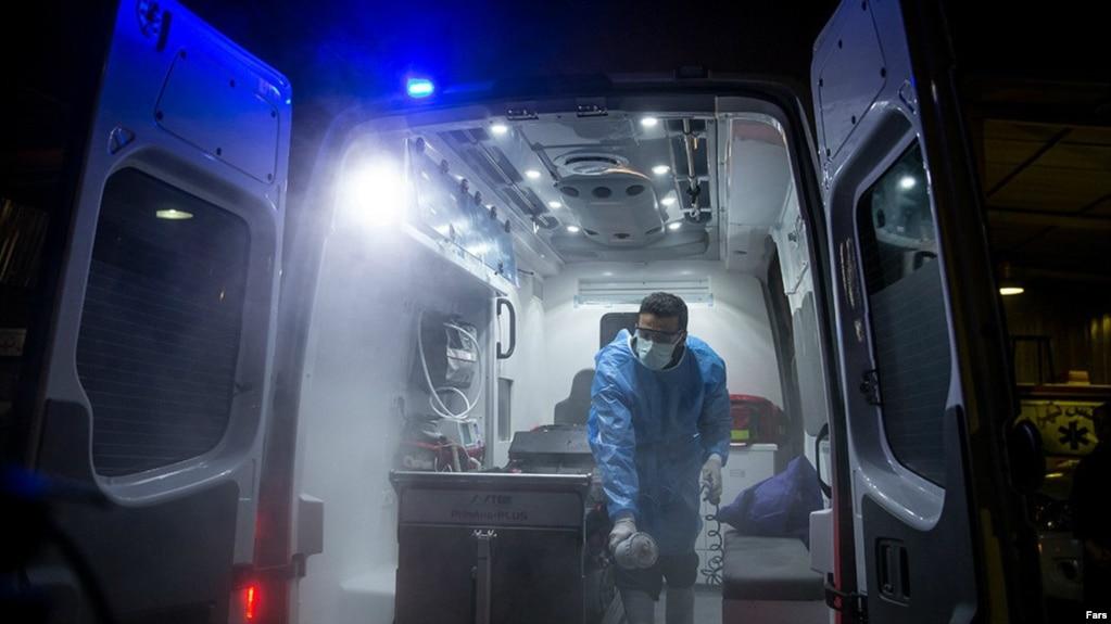 خبرگزاری ایرنا روز دوشنبه گزارش داد که مقامهای وزارت بهداشت ایران مسئولان بهداشت محلی را از اعلام تعداد جانباختگان منع کردهاند.