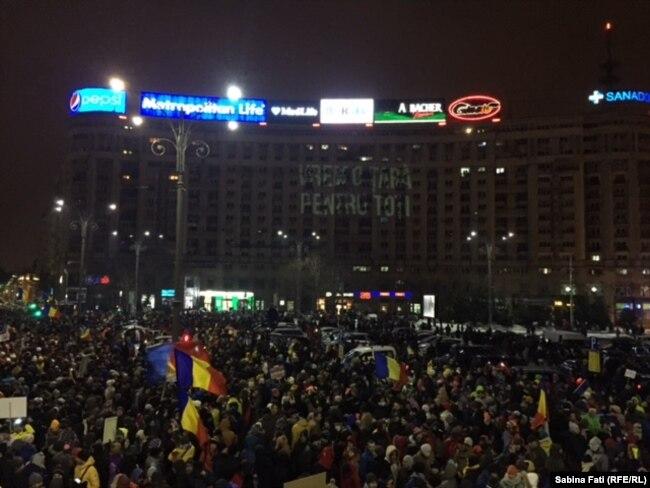Десятки тисяч людей вийшли з антиурядовими виступами на вулиці Румунії
