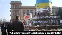 Дніпропетровці на місці монумента Леніну, який знесли у 2014 році