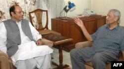 عبدالقدير خان به خاطر نقش مهم اش در توليد بمب اتمی اين کشور، برای بسياری از پاکستانی ها يک قهرمان ملی است و در خارج از اين کشور نيز او را «پدر بمب هسته ای پاکستان» می خوانند.