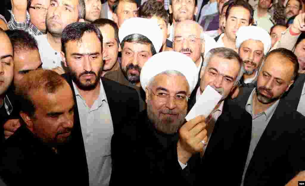 Predsednički kandidat Hasan Rohani na glasanju, Teheran, 14. juni 2013.