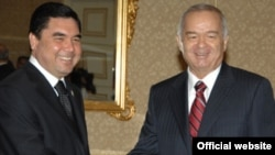 Turkmen leader Gurbanguly Berdymukhammedov and Uzbek leader Islam Karimov -- now looking west?