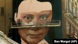 Frescă reprezentând-o pe Greta Thunberg, în San Francisco