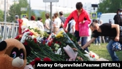 A memorial to the victims of a May school shooting in Kazan