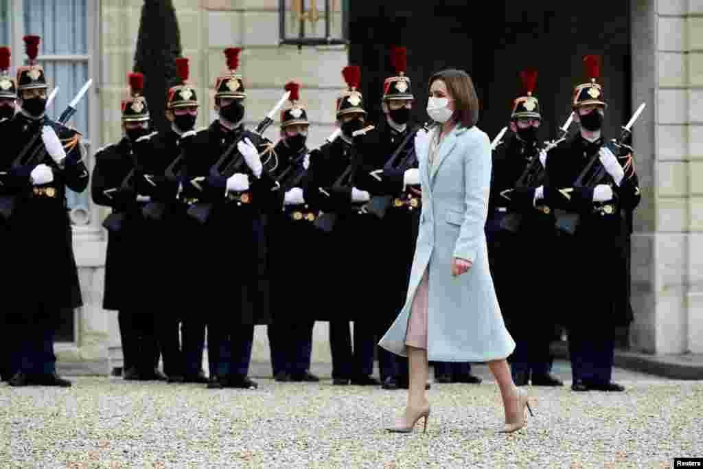 Președinta Maia Sandu la Palatul Elysée. Au trecut aproape 13 ani de când un președinte al Republicii Moldova a mers în vizită în Franța.
