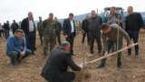 Президент Нагорного Карабаха (Арцаха) Араик Арутюнян посетил общину Нахичеваник Аскеранского района, 5 апреля 2021 года.