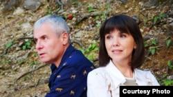 Після родинної відпустки у журналіста Костянтина Грубича і його дружини Світлани виявили коронавірус, а от у їхніх дітей – ні