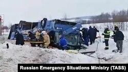 Эвакуация пострадавших на месте ДТП на 128-м км дороги Калуга-Вязьма
