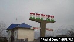 Сутички між жителями таджикистанського села Ворух і киргизстанського села Ак-Сай почалися після того, як жителі Воруху вивісили свої національні прапори на непозначеній території