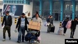 آرشیف، پناهجویان مسترد شدهی افغانستان از جرمنی در میدان هوایی بینالمللی کابل