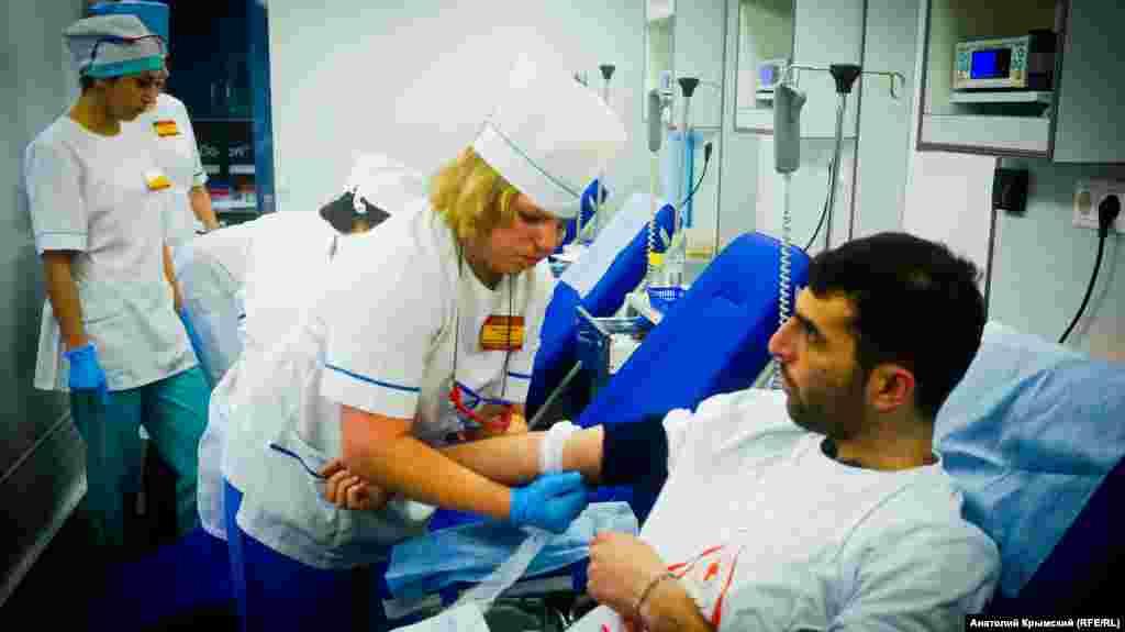 Мобільний комплекс із забору крові у донорів на площі Леніна