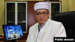Астанадағы «Әзірет Сұлтан» мешітінің бас имамы Қайрат Жолдыбайұлы. Сурет автордың Фейсбук парақшасынан алынды.