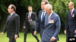 На первом плане (слева направо) Франсуа Олланд, Дэвид Кэмерон, принц Чарлз у мемориала Thiepval Memorial, July 1, 2016