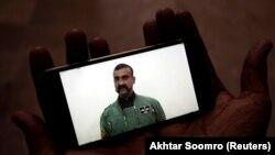 Abhinandan Varthaman văzut pe un telefon mobil la Karaci, 1 martie 2019