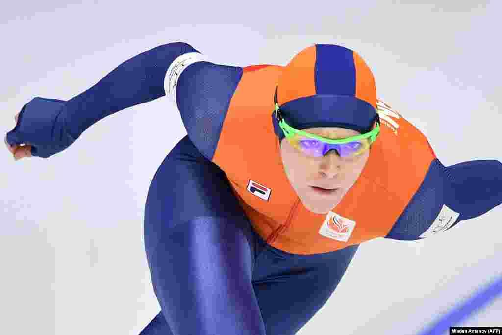 Швидкісний біг на ковзанах: нідерландка Йорін Тер Морс під час жіночих змагань на дистанції 1000 метрів. Йорін виборола золоту медаль та встановила новий олімпійський рекорд