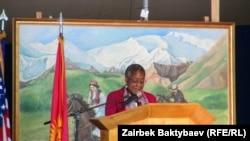 """Посол США в Киргизии Памела Спратлен на церемонии закрытия базы """"Манас"""""""