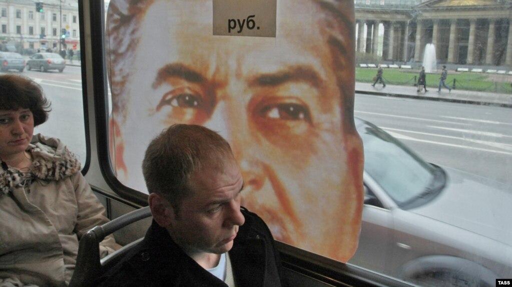 Портрет Сталина на городском автобусе, Санкт-Петербург, 2010 год