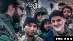یکی از تصاویر منتشرشده اخیر که گفته میشود قاسم سلیمانی را در حلب، نشان میدهد