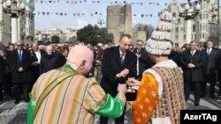 Prezident İlham Əliyev Kosa və Keçəllə yumurta döyüşdürür, 18 mart 2017