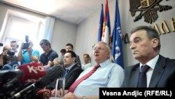 Sa konferencije za novinare u sedištu Srpske radikalne stranke