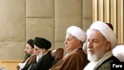 از راست، محمد یزدی، اکبر هاشمی رفسنجانی، محمود هاشمی شاهرودی و احمد خاتمی در اجلاس خبرگان رهبری