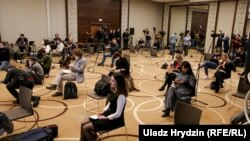 Журналисты на пресс-конференции экспертов ВОЗ в Минске. 11 апреля 2020 года.