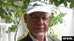 """Тохир Абдужаббор """"Азаттыктын"""" Душанбедеги бюросунда, 2008-жыл"""
