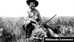 Ernest Hemingway safaridə, Afrika, yanvar, 1934.