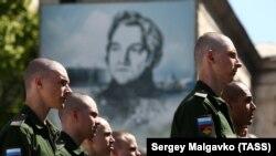 Отправка призывников из Севастополя для прохождения службы в российской армии